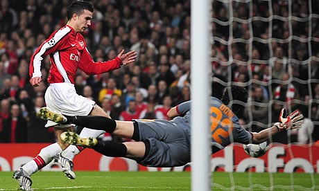 roma-goalkeeper-doni-save-001