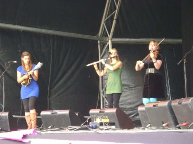 (One half of) The Shee at Folk by the Oak 2009