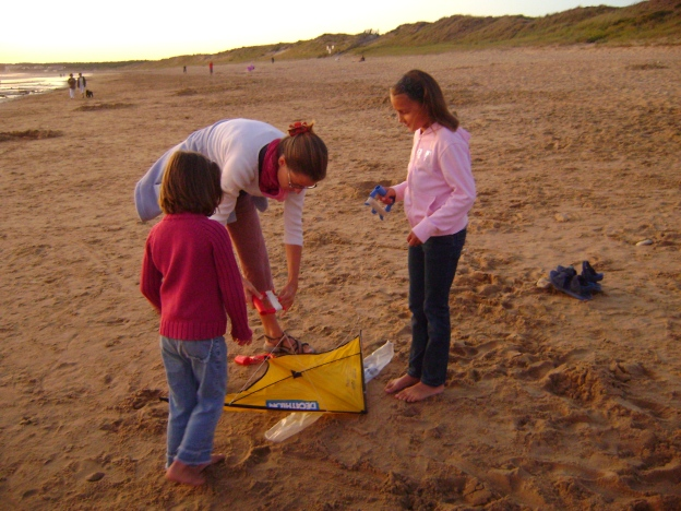 Agathe (centre) showing Salomé (left) and Chloé how to fly a kite