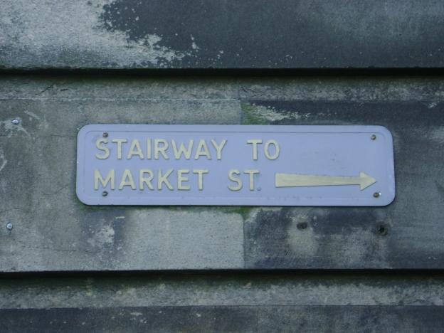 An actual Edinburgh street sign